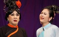 Khán giả đeo khẩu trang xem bà Tú Thành Lộc diễn