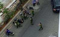 Công an TP HCM đang phong tỏa hiện trường nơi tiến sĩ Bùi Quang Tín rơi lầu