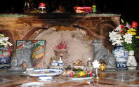 Ly kỳ báu vật nằm trong tổ mối ở một ngôi chùa