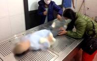 Bố mẹ đã khai gì về việc bỏ đói, bạo hành dã man khiến bé gái 3 tuổi tử vong?