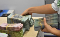Ngân hàng bắt đầu giảm lương, thưởng vì Covid-19