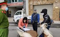 3 trường hợp đầu tiên bị phạt vì ra đường không thuộc diện cho phép