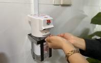 Sinh viên Đà Nẵng sáng chế máy rửa tay sát khuẩn tự động
