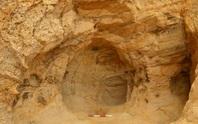 Sửa đường sắt, vô tình mở cửa ngôi đền bí ẩn trong hang sa thạch