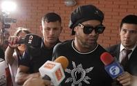 Ronaldinho thoát án tù, chịu quản thúc 6 tháng ở… khách sạn