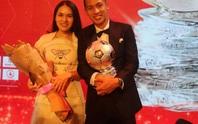 Hùng Dũng và Quang Hải ngọt ngào cùng nửa kia  trong đêm trao giải Quả bóng vàng 2019