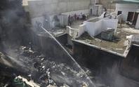 Vụ máy bay Pakistan rơi: Cú hạ cánh lạ lùng khiến không lưu hoảng hồn