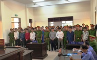CLIP: Náo loạn sân tòa sau tuyên án 28 giang hồ Cai Lậy