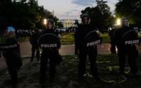 Tổng thống Trump phải xuống hầm vì người biểu tình vây kín Nhà Trắng