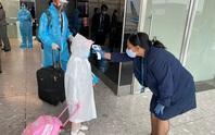 Gần 340 người Việt từ Anh về nước tại sân bay Tân Sơn Nhất