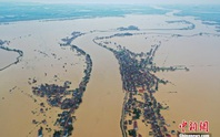 Mưa lớn không ngớt, hồ nước ngọt lớn nhất Trung Quốc dâng nhanh chưa từng thấy