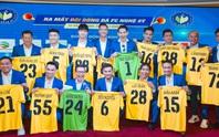 Đội bóng Nghệ sỹ được HLV Hữu Thắng, thủ môn Bùi Tấn Trường ủng hộ