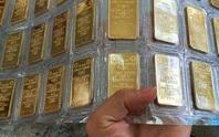 Giá vàng SJC lao dốc từng giờ, chỉ còn hơn 47 triệu đồng/lượng chiều mua vào