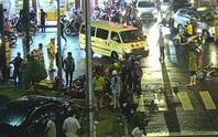 CLIP: Ôtô tông ít nhất 6 người bị thương nặng ở Bình Thạnh