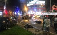 NÓNG: Ôtô húc hàng loạt xe máy dừng đèn đỏ ở Bình Thạnh, nhiều người nhập viện