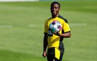 Dortmund cho thần đồng Moukoko... nghỉ học