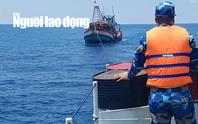 Hải quân cứu tàu cá Kiên Giang và 19 thuyền viên gặp nạn trên biển
