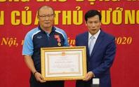 CLIP: HLV Park Hang-seo nhận Huân chương Lao động hạng Nhì