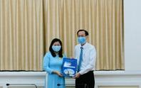 UBND TP HCM trao quyết định cho Trưởng Ban Tổ chức Quận ủy Phú Nhuận