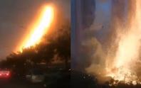 """Trung Quốc: Sét đánh trúng tòa nhà, gây """"mưa"""" tia lửa"""