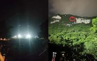 CLIP: Nghe tiếng kêu cứu, soi đèn sân vận động giải cứu 2 học sinh mắc kẹt gần đỉnh núi