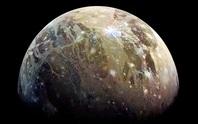 Sốc: tàu vũ trụ bắt được tín hiệu radio lạ từ mặt trăng Sao Mộc