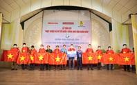 Trao cờ Tổ quốc cho ngư dân và 150 suất học bổng cho học sinh ở Tiền Giang