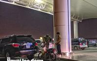 Thanh niên phi thẳng xe máy lên tầng 3 sảnh quốc tế ở sân bay Nội Bài