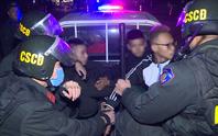 Nhóm thiếu niên choai choai chuyên tụ tập đánh võng, tạt đầu xe trêu chọc cảnh sát