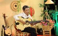 Người cha khiếm thị chơi đàn guitar, ca cổ gây bất ngờ