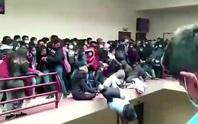 5 sinh viên Bolivia chết khi ban công trường đại học sụp đổ