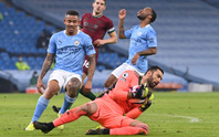 Bùng nổ trước Wolverhampton, Man City nối dài kỷ lục toàn thắng