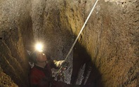 Bí ẩn hài cốt cô gái 5.400 tuổi gắn vào vách hang động