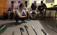 CLIP: Cảnh sát nổ súng trấn áp nhóm thiếu niên thanh toán nhau trong đêm
