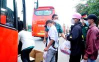 Gần 100 người từ Long An tự phát về quê đã gặp bất ngờ lớn khi đến TP HCM