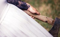 Bị bạn gái 67 tuổi chém gần chết vẫn đòi kết hôn