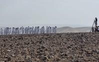 Hàng trăm người chụp ảnh khỏa thân ở biển Chết