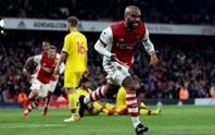 Sao Nhật Bản thoát thẻ đỏ, Arsenal suýt bại trận trước cố nhân Vieira