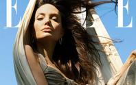 Angelina Jolie khoe dáng quyến rũ giữa không trung