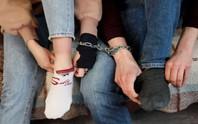 Nằng nặc đòi đi tù vì sống với vợ không dễ dàng gì