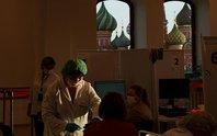 Covid-19: Số ca tử vong ở Mỹ, Nga tăng mạnh