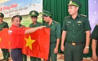 1.000 lá cờ Tổ quốc đến với đồng bào, chiến sĩ biên cương Đồng Tháp