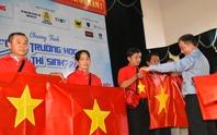 Trao cờ Tổ quốc cho ngư dân xứ dừa