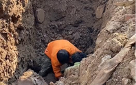 Thực hư vụ đào được người đàn ông dưới hố sâu 2 m ở Hà Nội