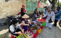 Nét đẹp đời thường (*): Những người nghèo làm từ thiện
