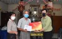 Mai Vàng nhân ái thăm Nghệ nhân Nhân dân Út Tỵ và NSƯT Xuân Quan