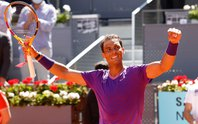 Rafael Nadal hồi sinh trên sân đất nện