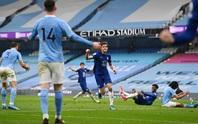 Thua ngược Chelsea ngỡ ngàng, Man City hoãn ngày vui vô địch