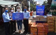 Thực phẩm miễn phí cùng cả nước chống dịch của Báo Người Lao Động đến 4 địa điểm ở quận 3
