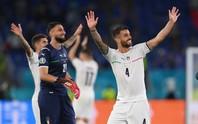 Vé vào vòng 2 trong tầm tay tuyển Ý